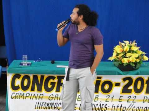 """Biólogo Javan Pires dos Santos proferindo a palestra """"Atuação do Biólogo em Setores Ambientais de Grandes Empresas de Energia""""."""
