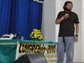 "Biólogo Richard Rasmussen proferindo a palestra ""Biólogo Aventureiro Selvagem""."